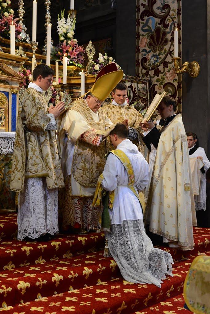 Cardinal_Burke_Ordinations