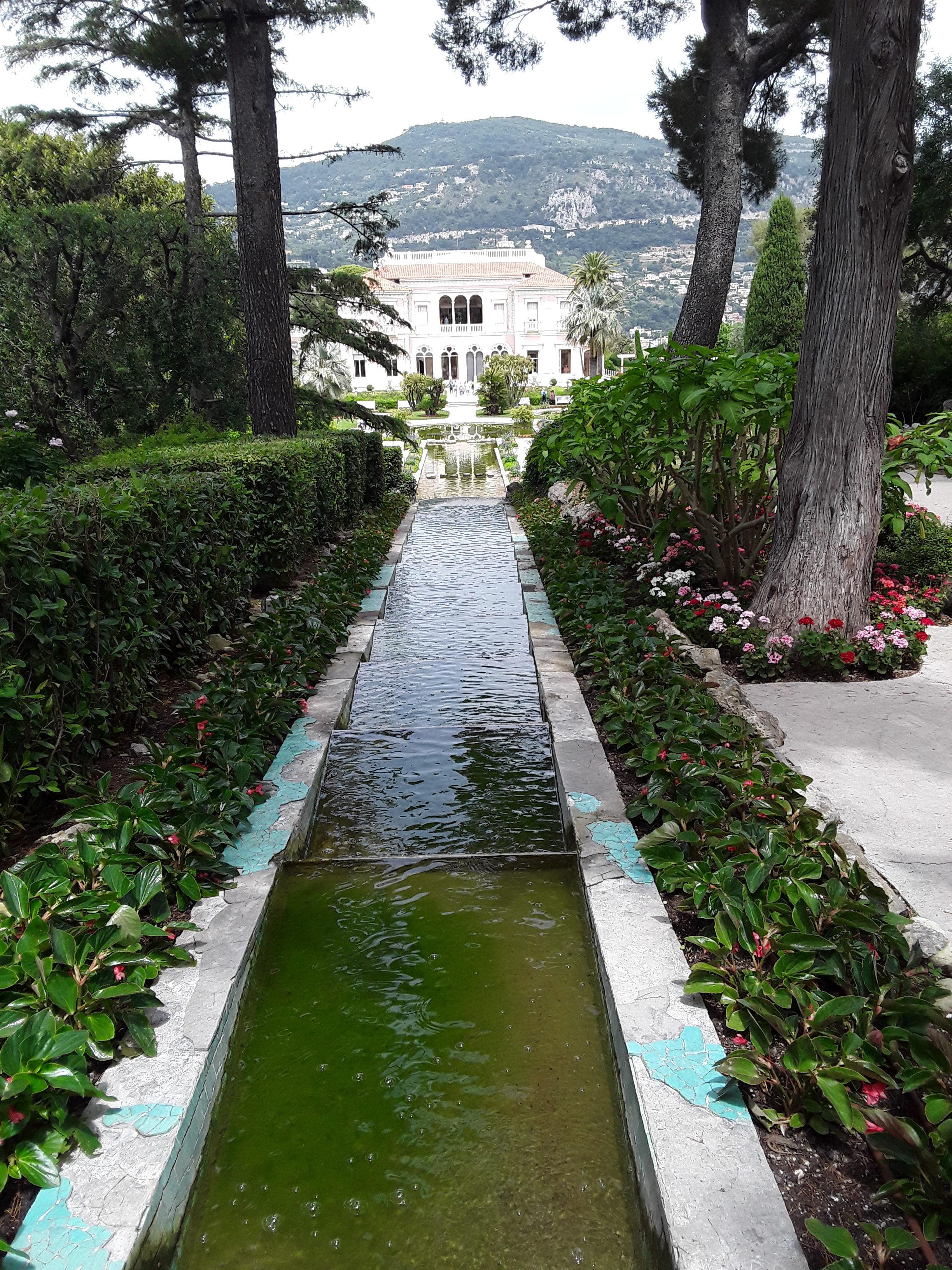 Villa Rothschild: Vom Park zum Haus