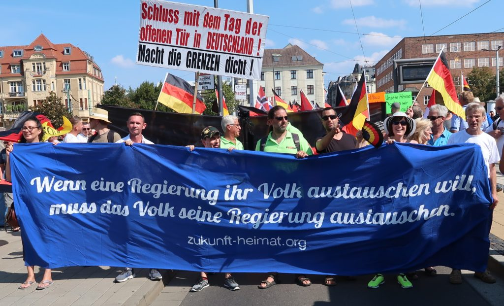 """Merkel muss weg!"": Tausende mutiger Bürger demonstrierten in Cottbus"