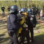 EIL: Berliner Polizei treibt Demonstranten auf engsten Raum zusammen